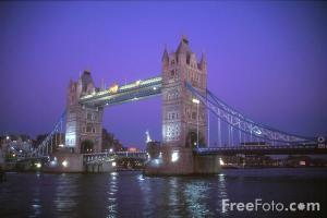 31_26_1---Tower-Bridge-at-night--London--England_web