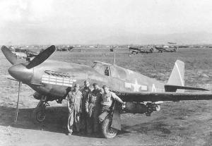 uno degli A 36 della squadriglia, armato con le bombe da 500 lb